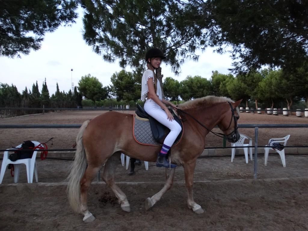 Lisa montando Rosa, agosto 2015
